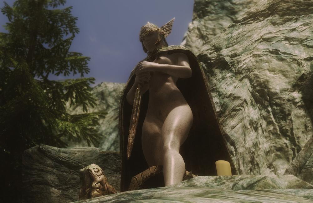 Edhildils-Sexy-Talos-Statue3